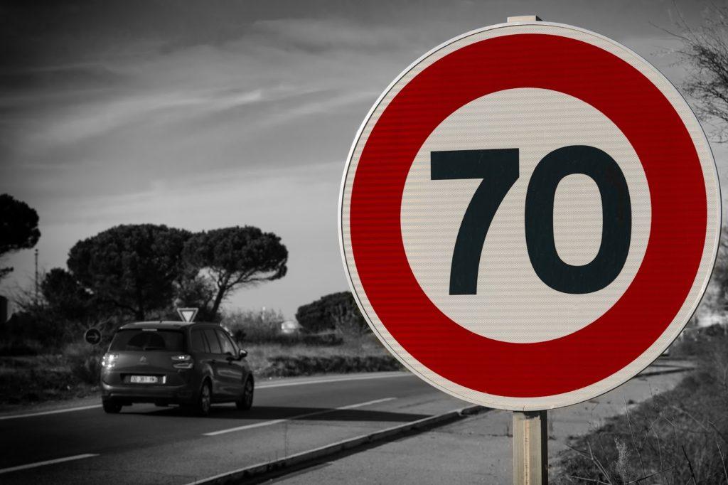 Sens posiadania szybkiego samochodu w Polsce i radarowy biznes