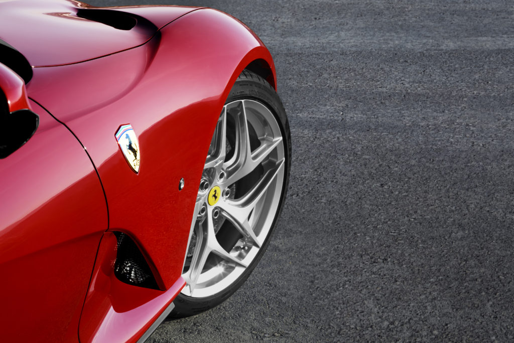Ferrari ogłosiło premierę nowej hybrydy i koniec współpracy z Maserati