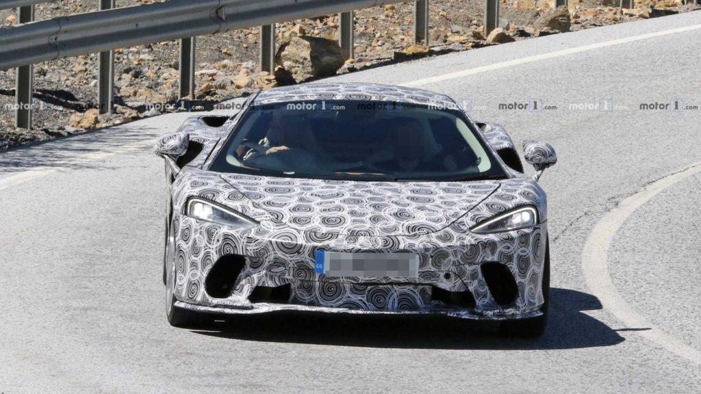 McLaren GT na testach zaraz przed premierą zdradza swój wygląd