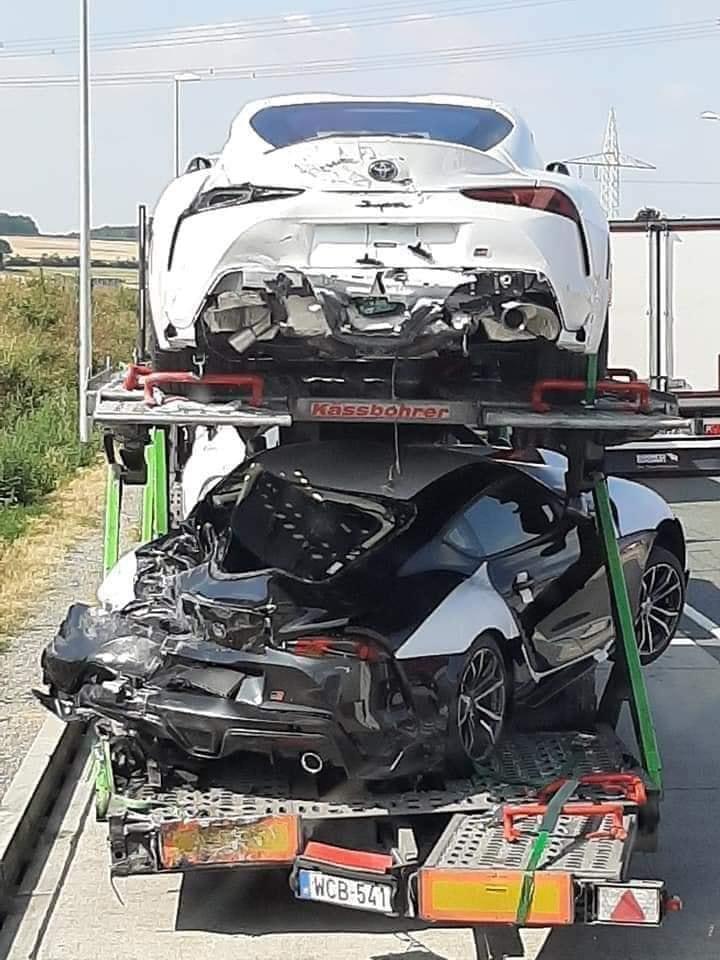 Toyoty Supra zostały uszkodzone podczas transportu