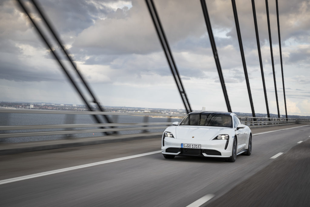 Elekrycznych przepychanek Porsche z Teslą ciąg dalszy