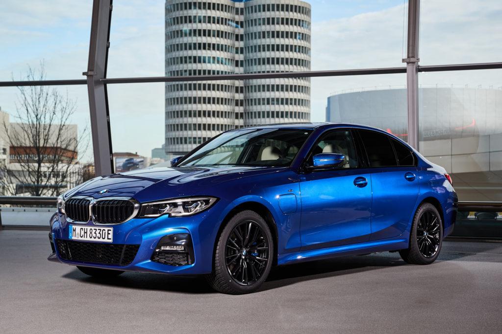 BMW droczy się z Teslą na Twitterze i zapowiada więcej elektryków