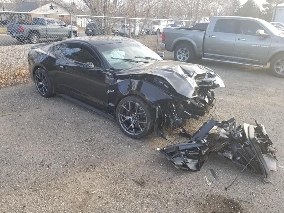 Pracownik wziął Mustanga GT na jazdę testową i go doszczętnie skasował