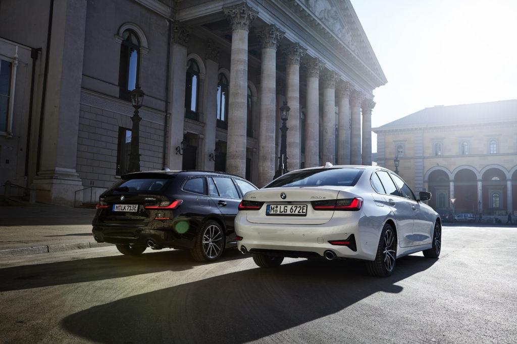 BMW 330e – do hybrydowego sedana dołącza Touring z napędem RWD i AWD