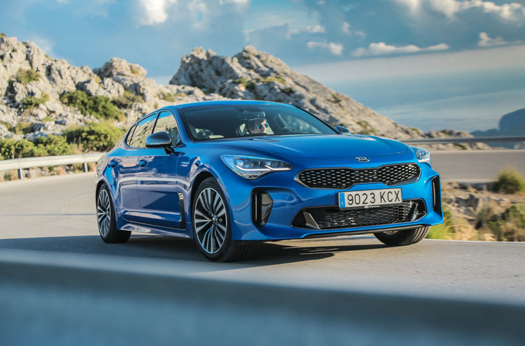 """""""Czterema kołami przez świat"""": KIA Stinger – Koreański konkurent dla Audi"""