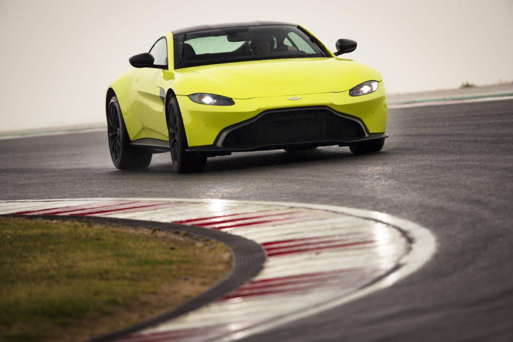 Aston Martin Vantage AMR z manualną skrzynią biegów