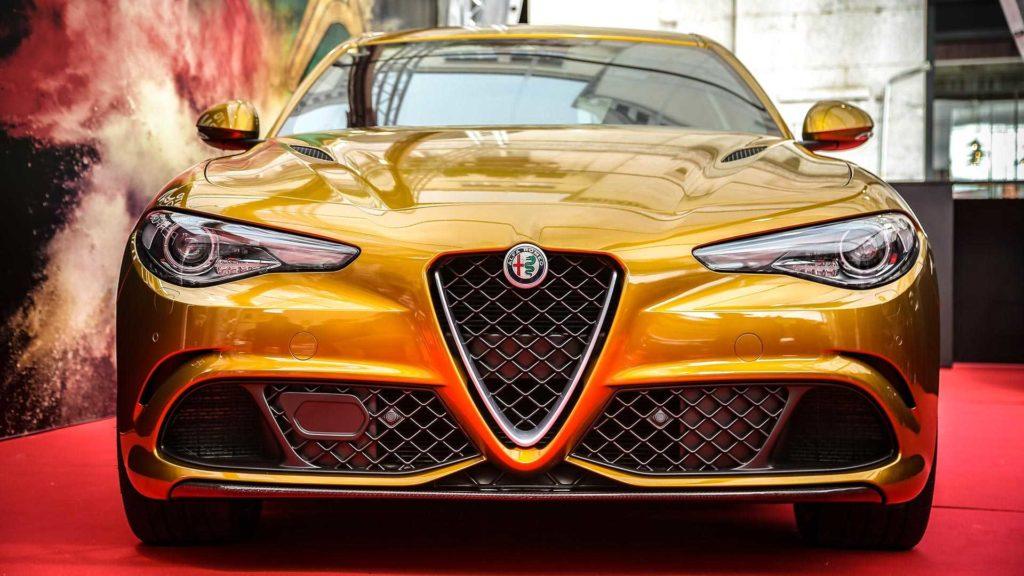 Złota Alfa Romeo Giulia Quadrifoglio z okazji Mille Miglia