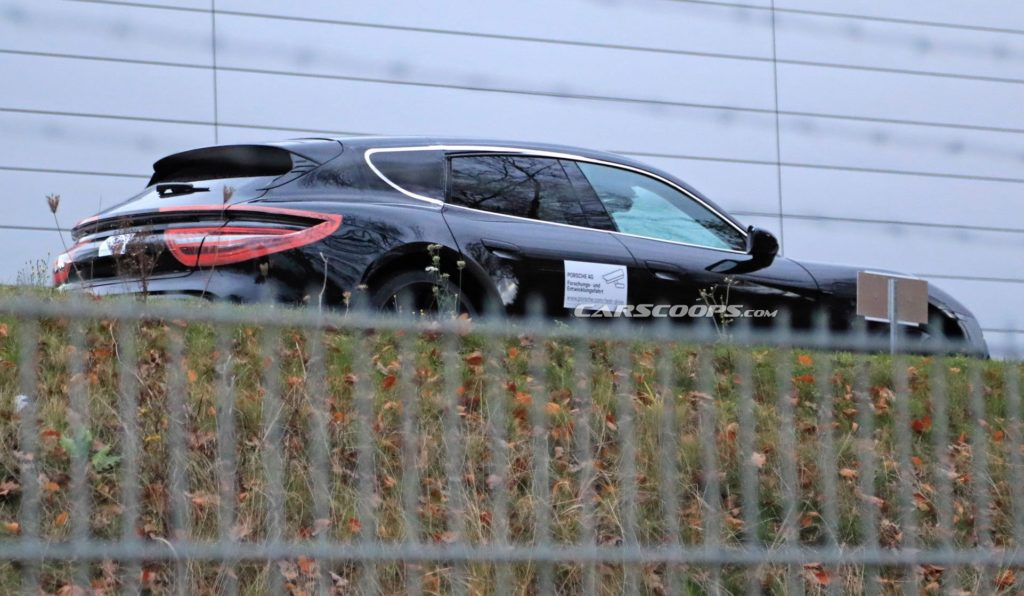 Porsche Taycan Cross Turismo na nowych zdjęciach ze Stuttgartu