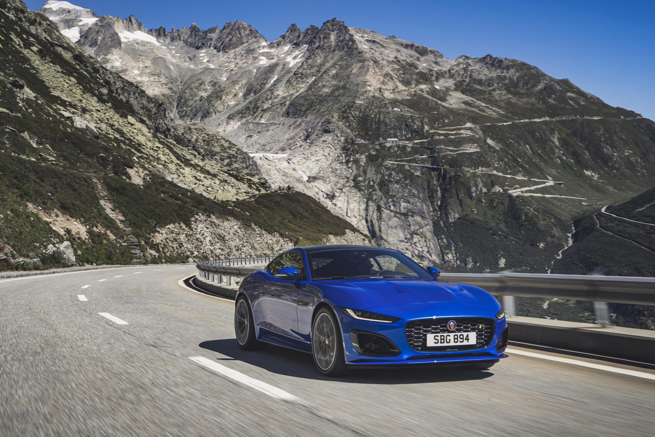 Jaguar F-Type 2021 - dwa silniki V8 i R4 do kompletu po ...