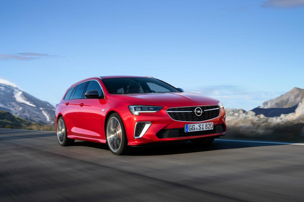 Nowy Opel Insignia GSi: 18% mniejsze spalanie i odłączane cylindry