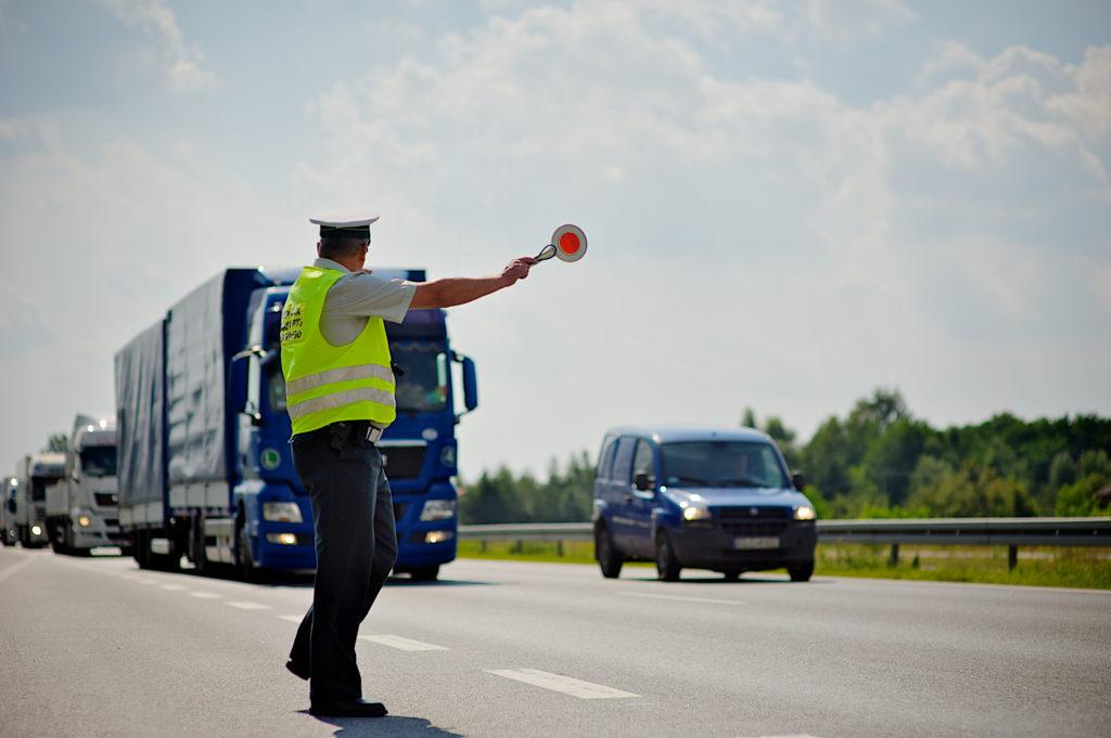 Jak unikać i nie płacić mandatów w Polsce oraz jeździć bezpieczniej?