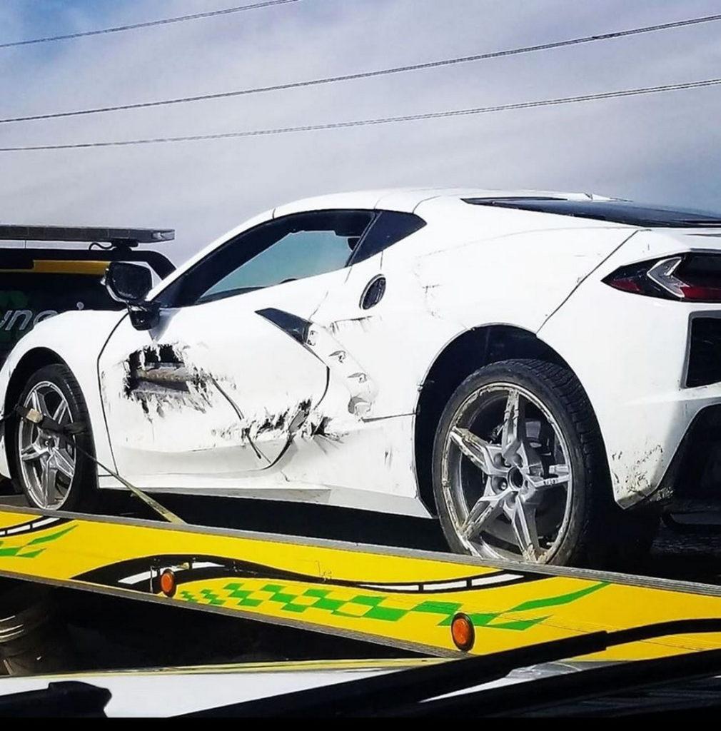 Czyżby pierwsza Corvette C8 zaliczyła porządnego dzwona?