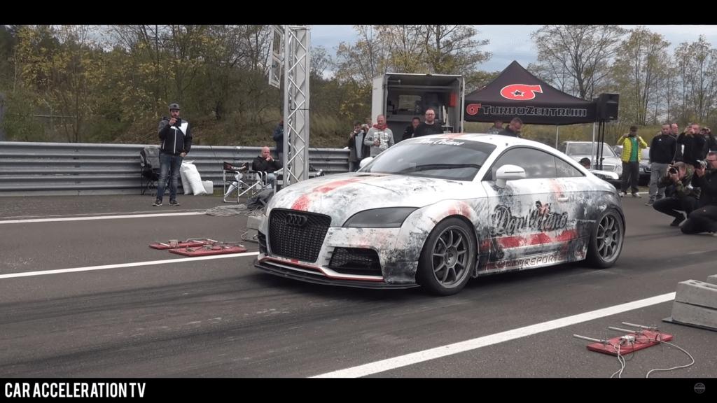 Audi TT RS o mocy 1300 KM robi 1/2 mili szybciej niż Bugatti Veyron
