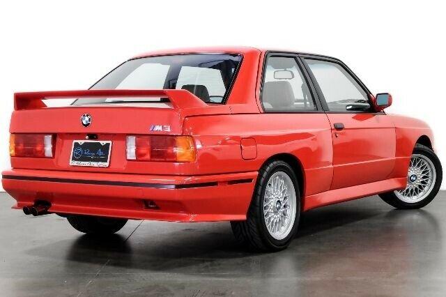 BMW E30 M3 Paula Walkera sprzedane za cenę nowego M5