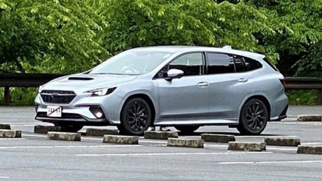 Nowe Subaru Levorg bez kamuflażu wyglądający jak prototyp STI