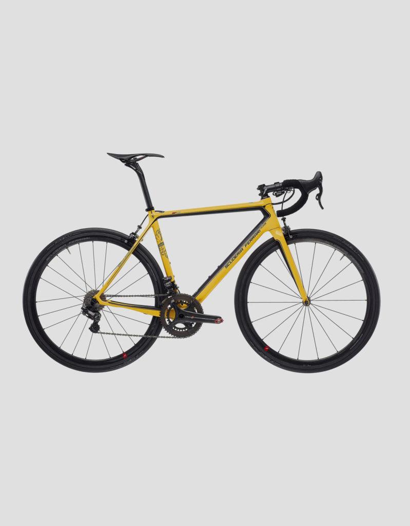 Ferrari SF01 – rower, którego rama z włókna węglowego waży 780 gramów