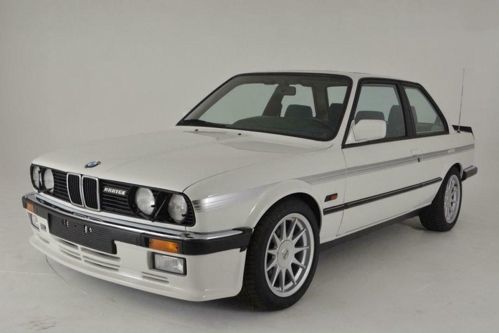 To białe BMW E30 może być Twoje za 40 tysięcy dolarów. Skąd ta cena?