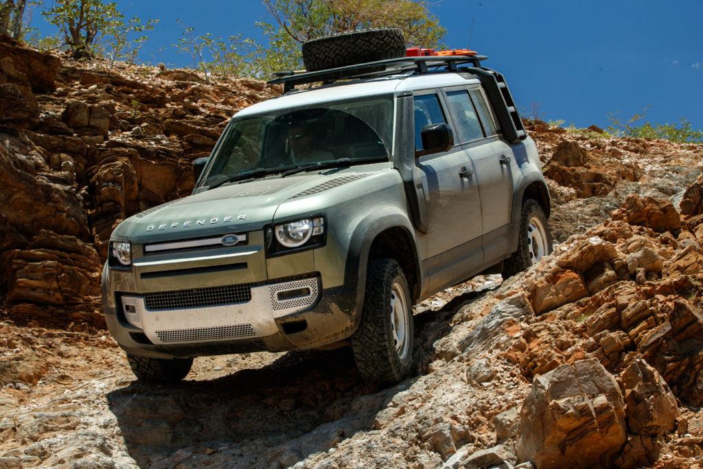 Brak dostaw Land Rovera Defendera z powodu przestoju w fabryce