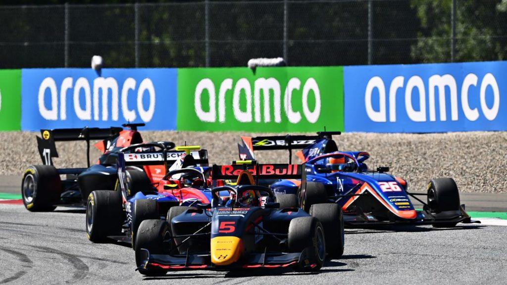Raport z wyścigu głównego i sprintu w F3 – na szczycie Piastri i Lawson