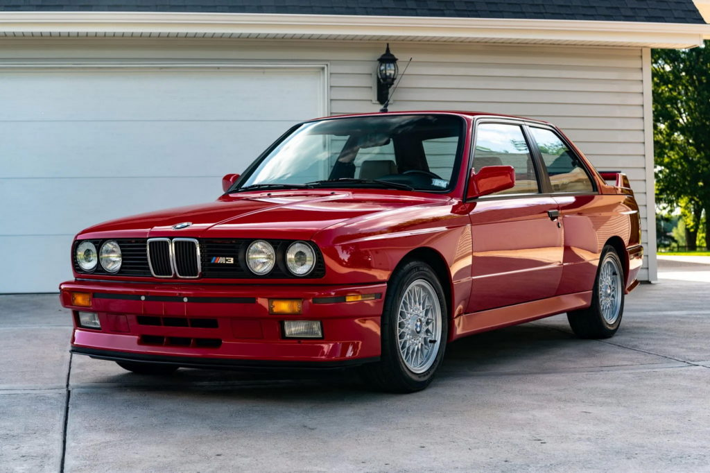 BMW E30 M3 ze śladowym przebiegiem na sprzedaż! Jaką cenę osiągnie?