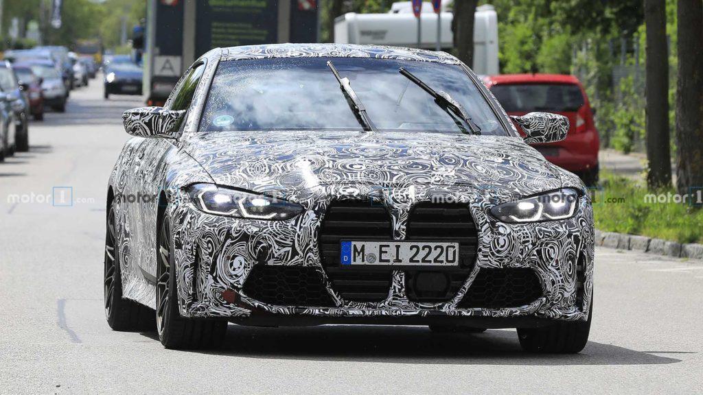 """Nowe BMW M4 przyłapane bez kamuflażu na """"nerkach"""" zdradza szczegóły"""
