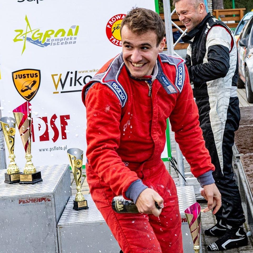 """Adam Sroka – """"moja przygoda z motorsportem zaczęła się od oglądania znajomego na wyścigach"""" – wywiad"""