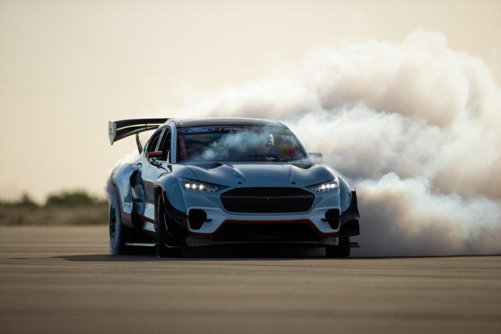 Mustang Mach-E z siedmioma silnikami elektrycznymi i mocą 1400 koni