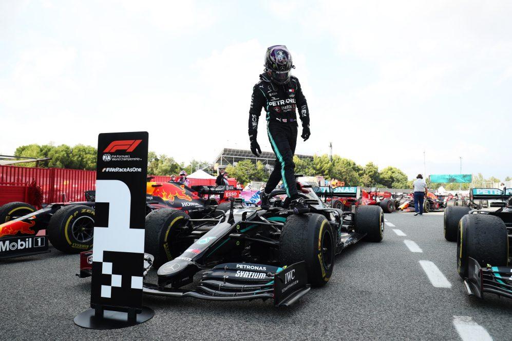 Hamilton wygrywa GP Hiszpanii i zgarnia rekord podiów w karierze