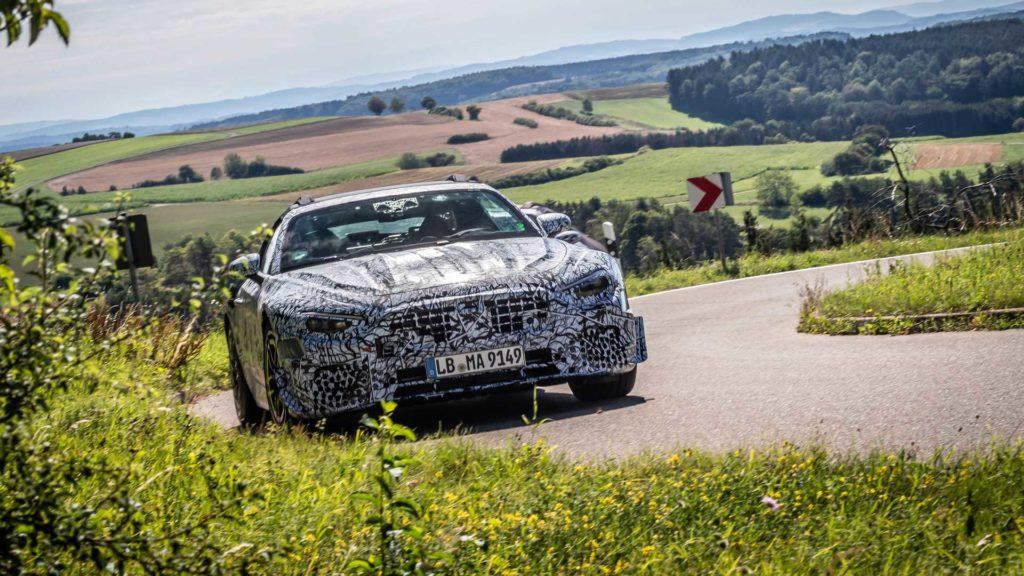 Nowy Mercedes SL pod silnym kamuflażem na oficjalnych zdjęciach
