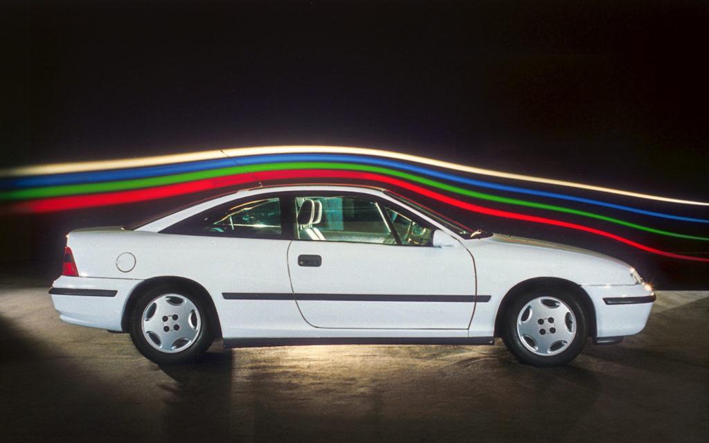 Opel Calibra – król aerodynamiki i kiczu w jednym