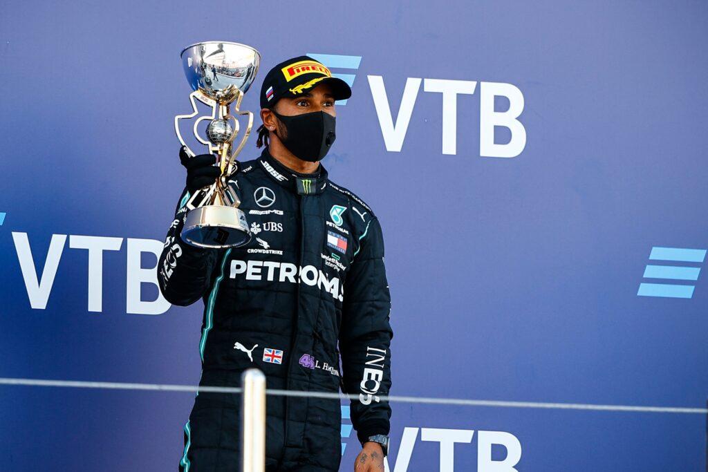 Lewis Hamilton uważa, że sędziowie dali mu kary na siłę