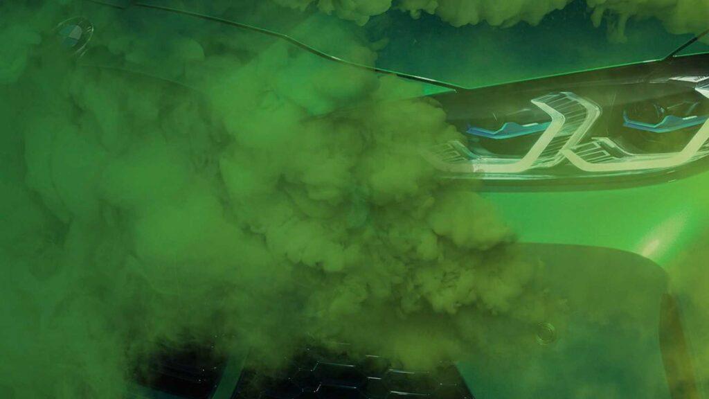 Nowe BMW M3 na zapowiedzi ukryte w zielonym dymie