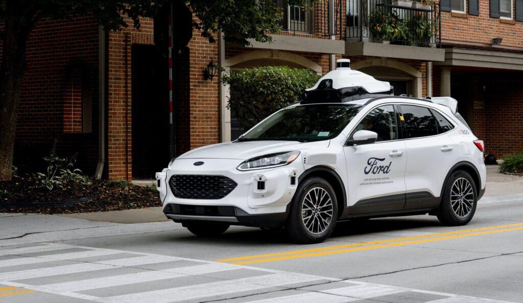 Ford testuje czwarty stopień jazdy autonomicznej w modelu Escape Hybrid