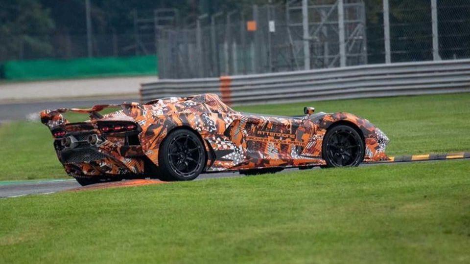 Lamborghini Squadra Corse z hipersamochodem bez przedniej szyby