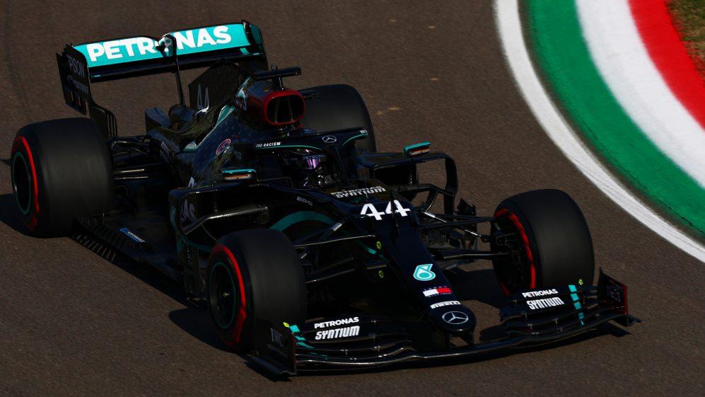 Hamilton wygrywa jedyną sesję treningową przed kwalifikacjami na Imoli