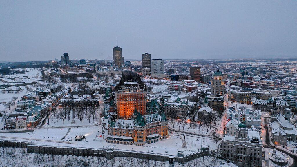 Stan Quebec zabroni sprzedaży samochodów spalinowych od 2035 roku