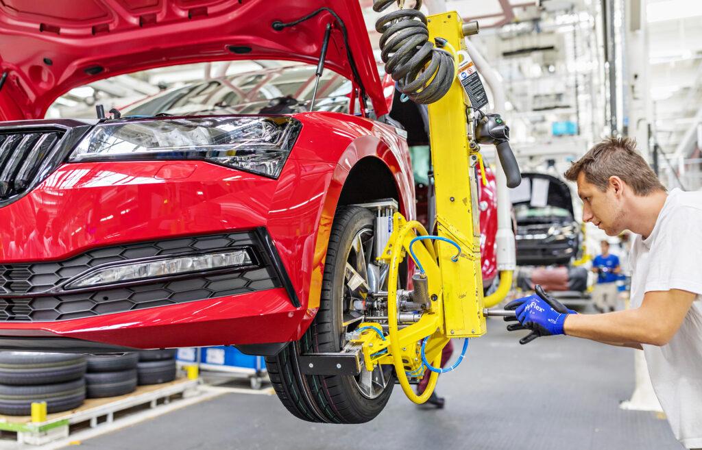 ŠKODA zwiększa moc produkcyjną dzięki wsparciu Volkswagena