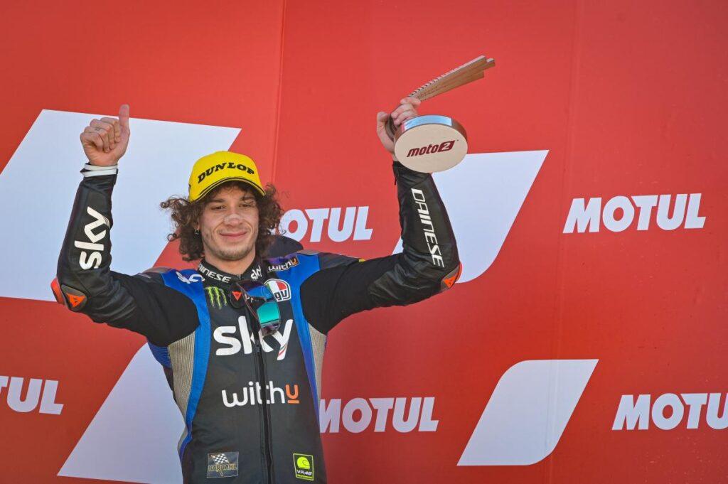 Marco Bezzecchi wygrał motocykl, ale… nie może nim jeździć