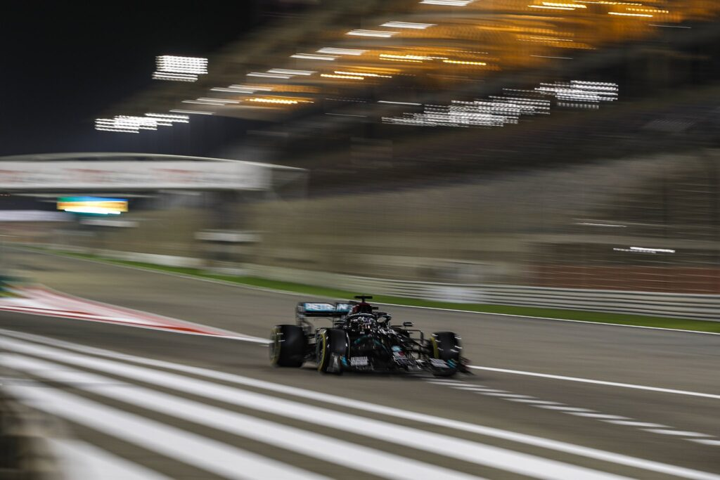 Lewis Hamilton znów nie pozostawił złudzeń rywalom!