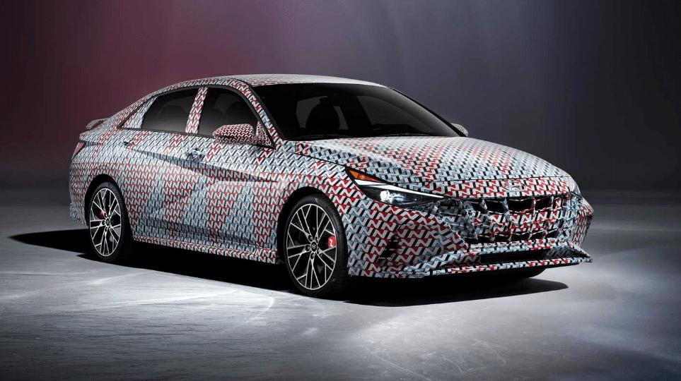 Hyundai Elantra N na oficjalnych zdjęciach, lecz wciąż w kamuflażu