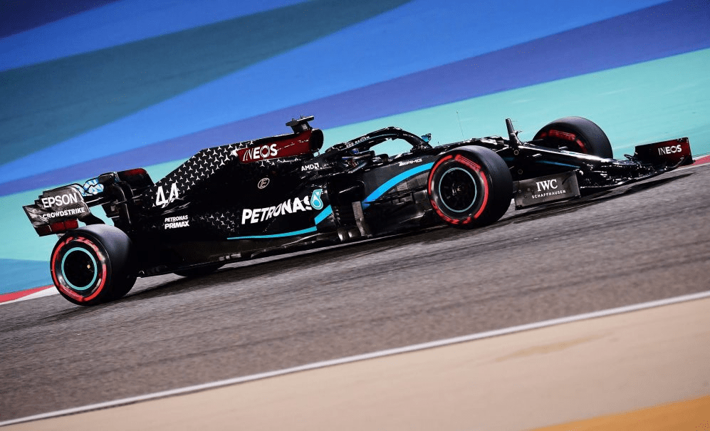 Hamilton zdominował zwariowane Grand Prix Bahrajnu