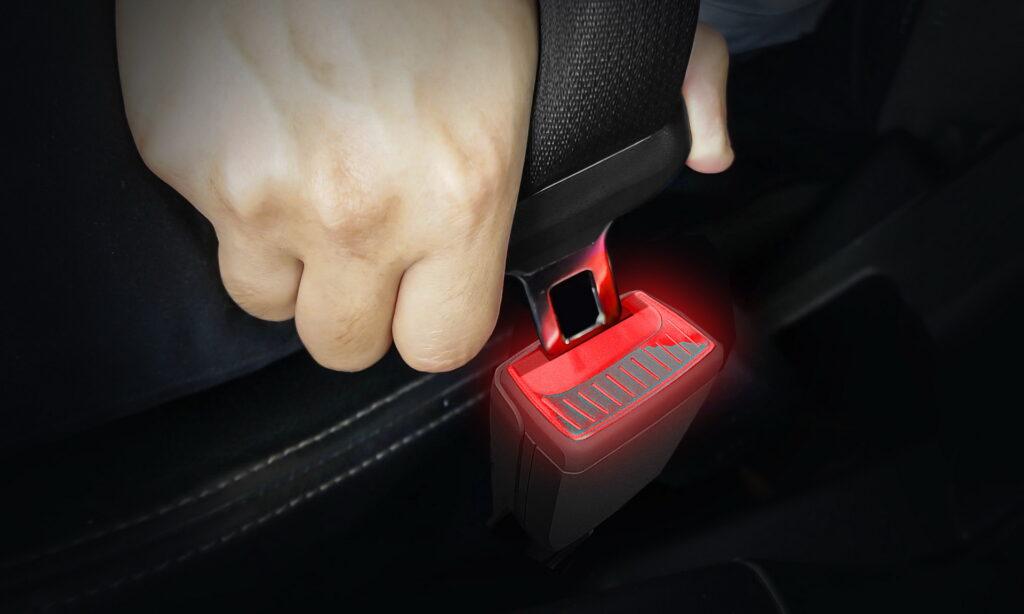 Skoda testuje nowe podświetlane klamry pasów bezpieczeństwa