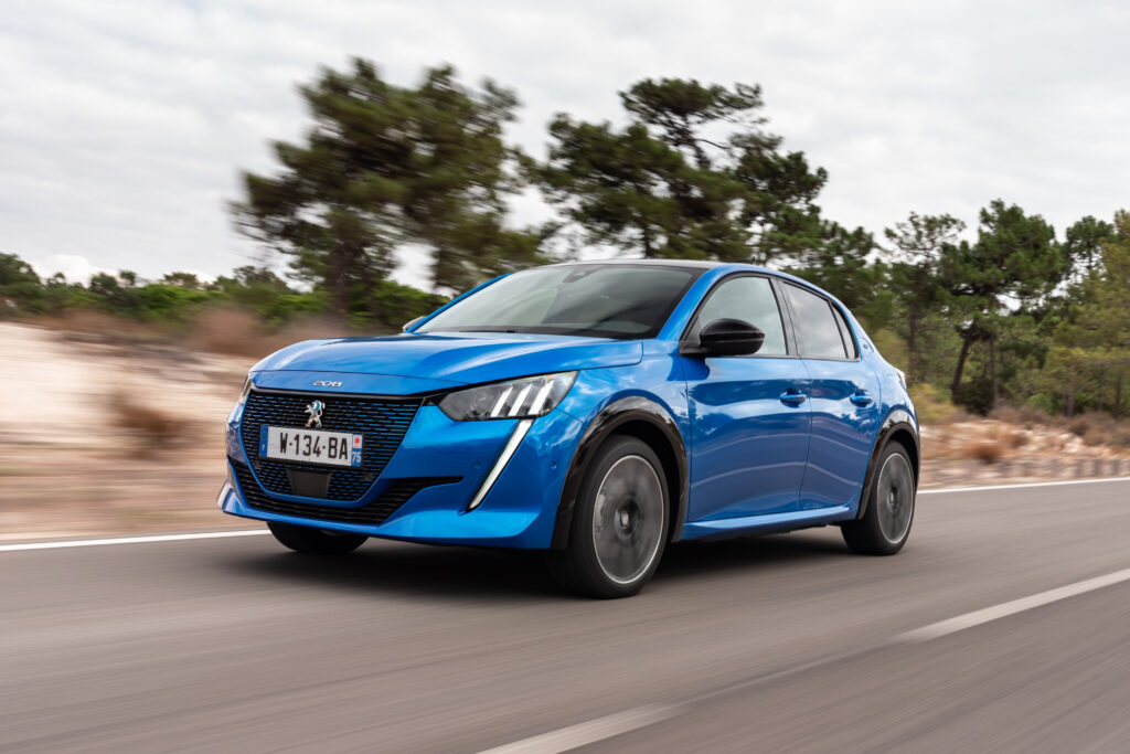 """Peugeot e-208 z prestiżowym tytułem """"Elektryczny samochód roku"""""""