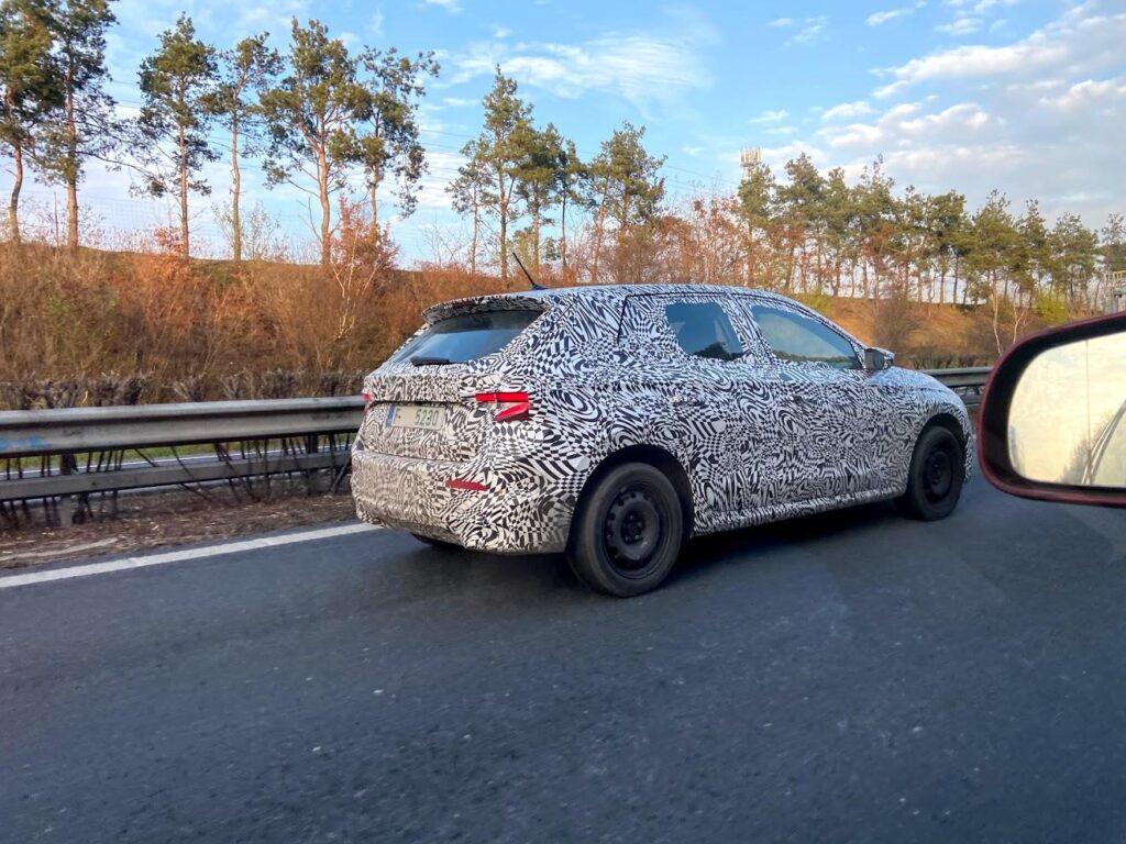 Skoda Fabia 2021 przyłapana podczas drogowych testów w Czechach