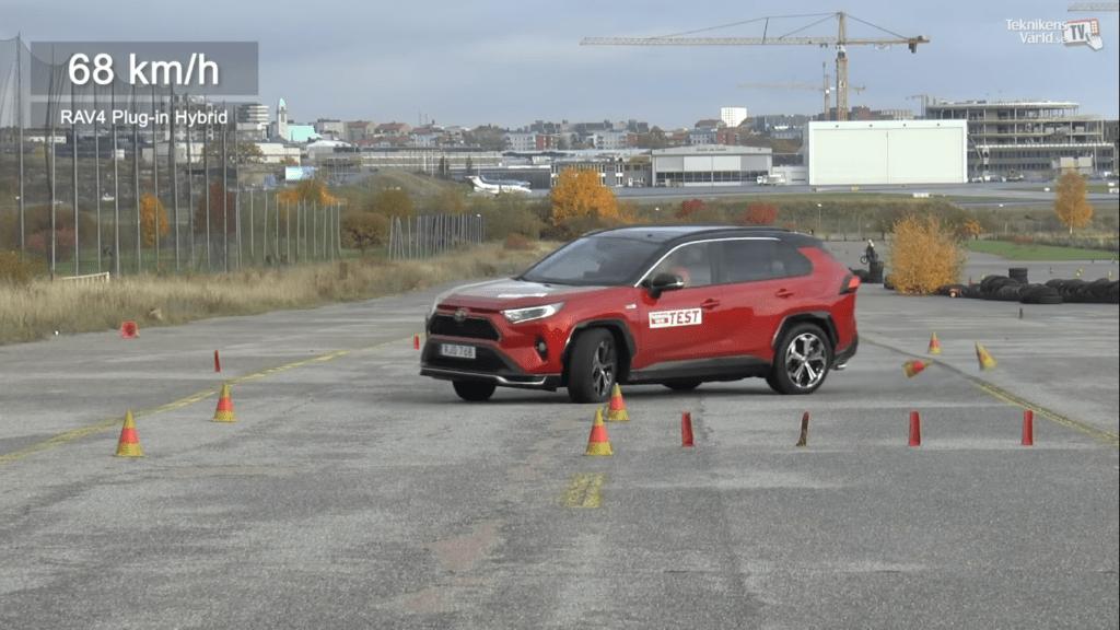 """Toyota RAV4 Prime i jej widowiskowa wpadka podczas ,,testu łosia"""""""