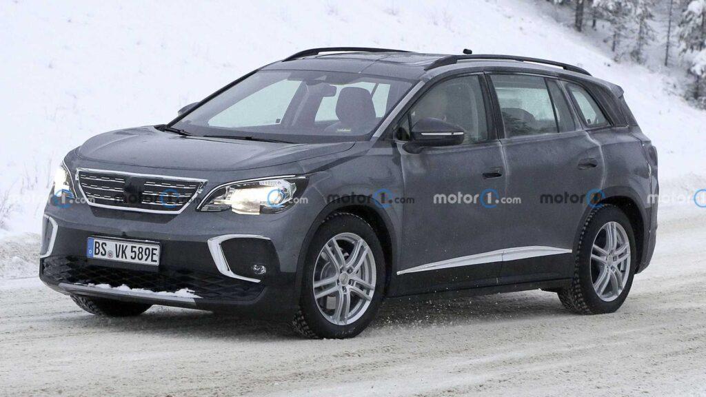 Volkswagen ID.6 złapany podczas testów w przebraniu… Peugeota 5008