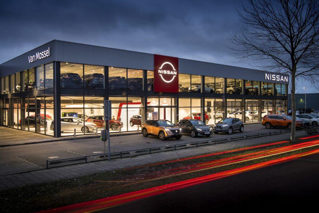 Nissan zaczyna aktualizować swoje logo na salonach w Europie