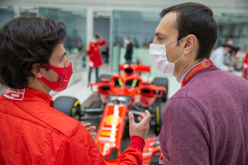 Carlos Sainz liczy na dobre relacje z Charlesem Leclerciem
