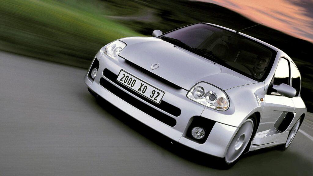 Renault Clio V6 – motoryzacyjny ekstrawertyk  na sterydach