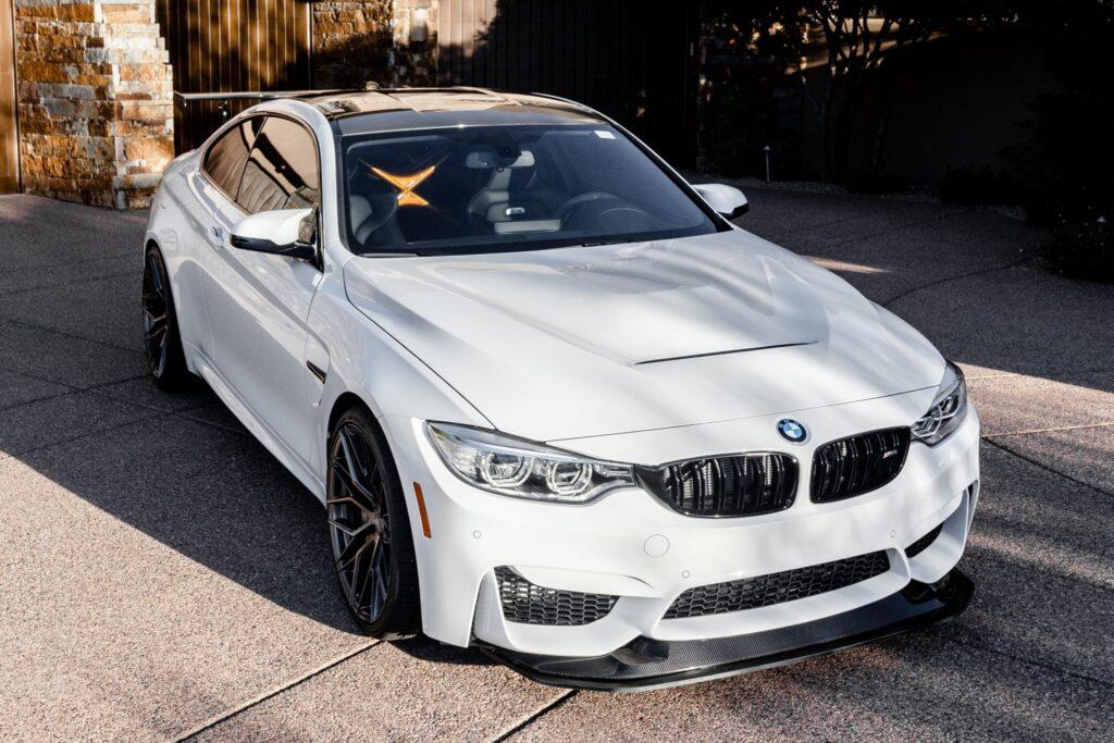 Praktycznie nowe BMW M4 GTS wystawione na sprzedaż – cena minimum 250 tysięcy